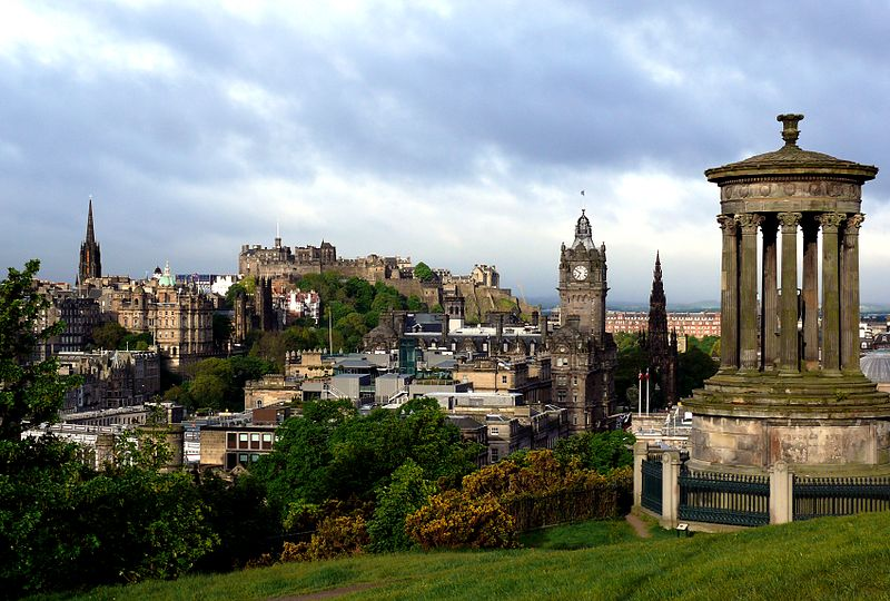 800px-Edinburgh_from_Calton_Hill_with_Dugald_Stewart_Monument_3